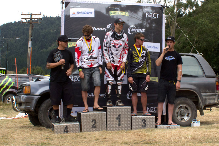 national-series-DH-elite-podium